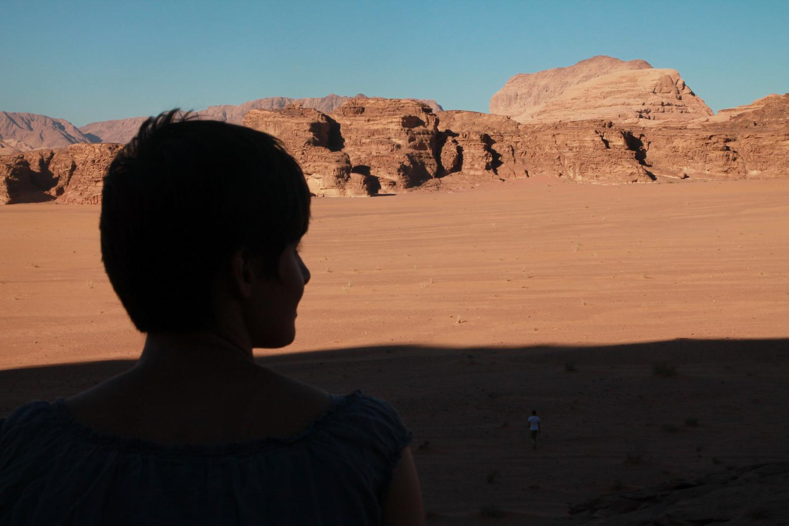 Luise in the desert of Wadi Rum